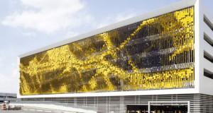 Фасада која ја менува бојата додека се движите покрај неа