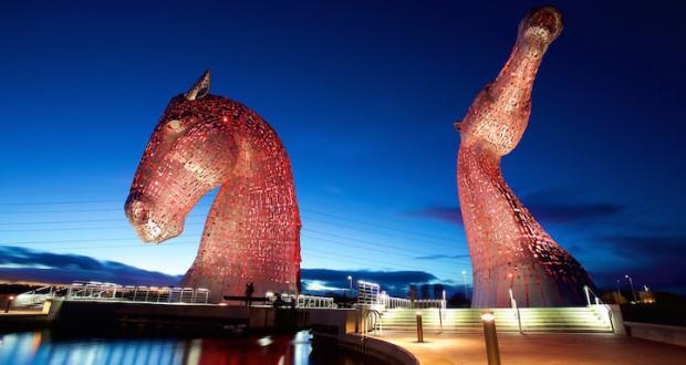 Шкотското небо осветлено со огромни скулптури од 30 метри