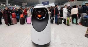 Робот започна да патролира на железничка станица во Кина