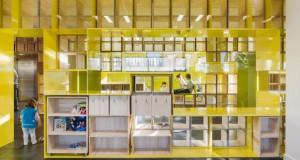 Училиште со мебел во ѕидовите кој поттикнува на учење