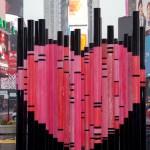 Валентиново срце инспирирано од емиграцијата поставено на Тајмс Сквер