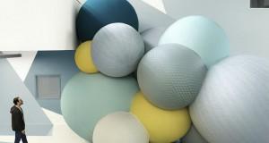 Големи шарени балони во фокус на фотографски проект