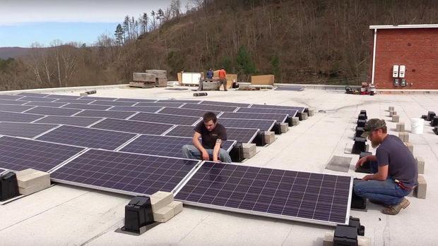 Kentaki solaren pokriv na Muzej za jaglen