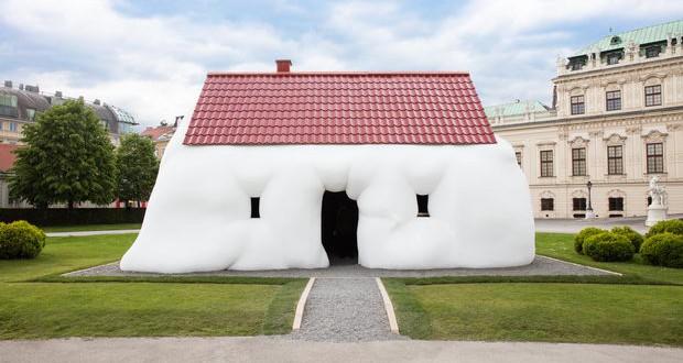 Fat House изложена пред дворецот Белведере во Виена