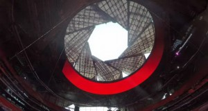 Подвижниот покрив на овој стадион се затвора како фотоапарат