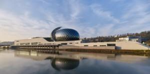 Shigeru Ban  го заврши музичкиот комплекс во Париз