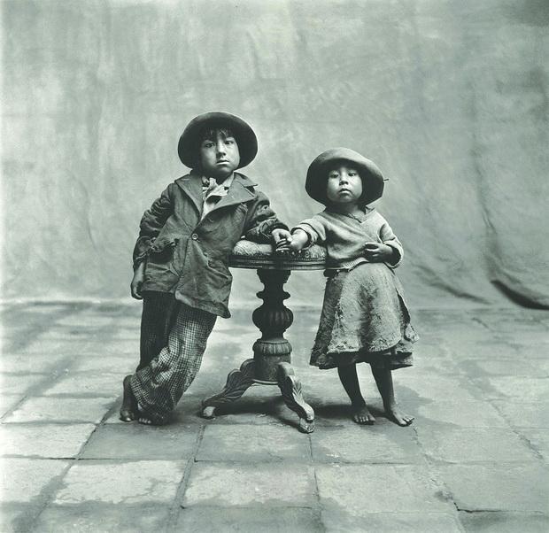 Portret na dve dostoinstveni deca od Kusko, Peru
