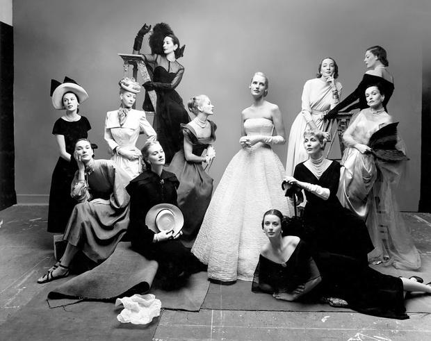 zaednicka fotografija na vrvni manekenki i modeli vo pedesetite godini na 20 vek