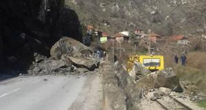 Најавено минирање на одронот на регионалниот пат Велес – Градско