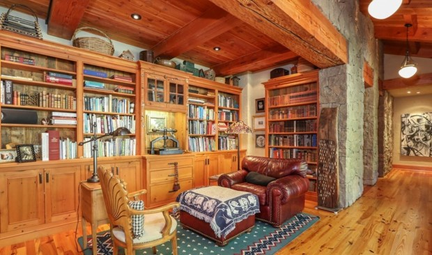 oprah-orcas-house-library