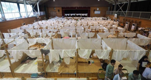 Shigeru Ban гради привремени засолништа за погодените од поплави во Јапонија