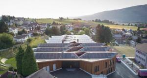 Соларно училиште кое произведува енергија за себе и околните куќи