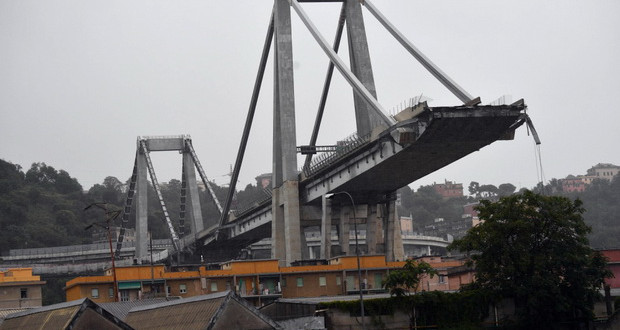 Рушењето на мостот во Ѓенова отвара многу прашања