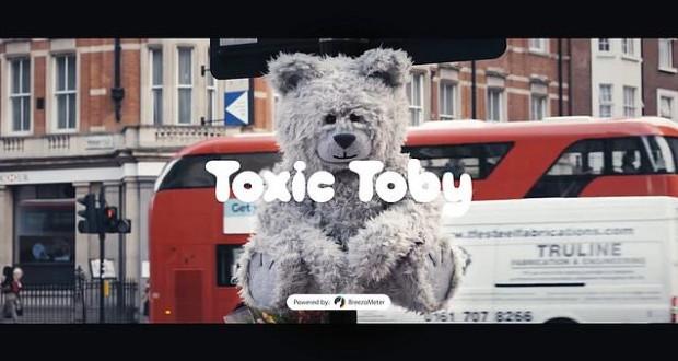 Лондон: Toxic Toby, мече робот што кашла доколку воздухот е загаден
