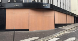 """Како """"жолтите прслуци"""" ги декорираа париските фасади"""