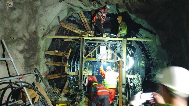 F2 Postavljanje čeone oplate u obikolnom tunelu