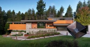 Масивна и провидна шумска куќа