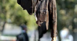 Бронзените скулптури на Bruno Catalano со празнини