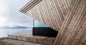 Дрвена куќа во норвешки планини