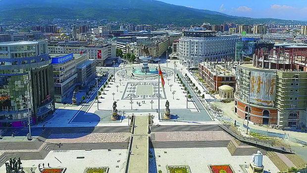 1200px-Скопје_-_Плоштад_Македонија