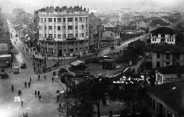 Skopje,_plostadot_na_razglednica_od_1930