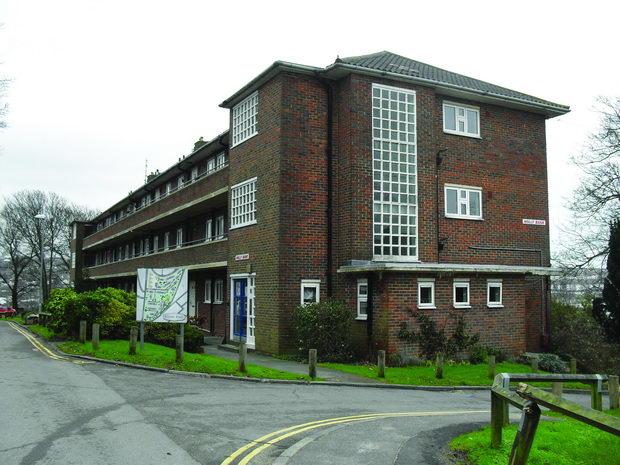 Holly_Bank_Flats,_Sylvan_Hall_Estate,_Round_Hill,_Brighton