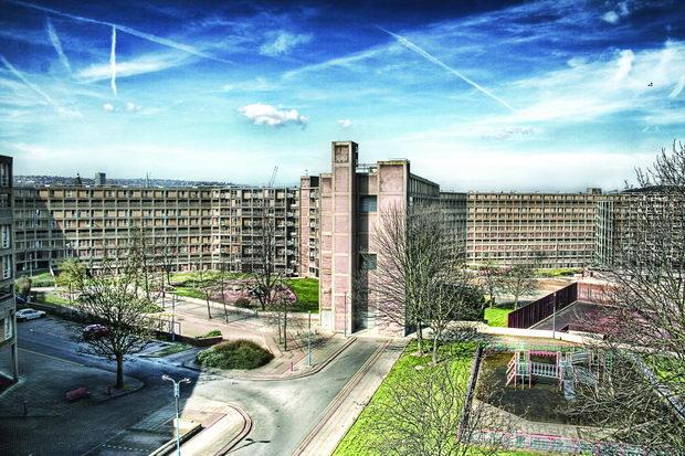 Park_Hill,_half-abandoned_council_housing_estate,_Sheffield,_England