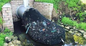 Во Австралија со мрежи ги штитат океаните од пластичен отпад