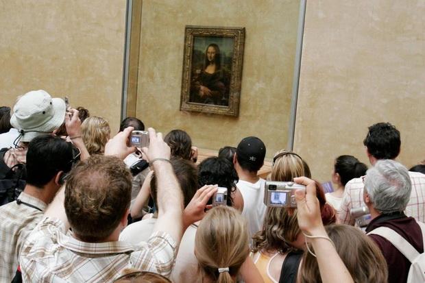 Посетителите тврдат дека во Лувр владее хаос