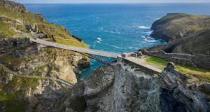 Пешачки мост со празнина во средина