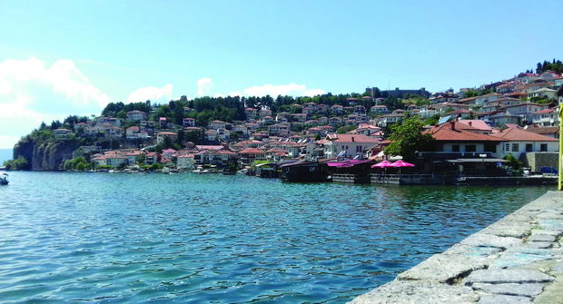 Почна уривањето на дивоградбите во Охрид