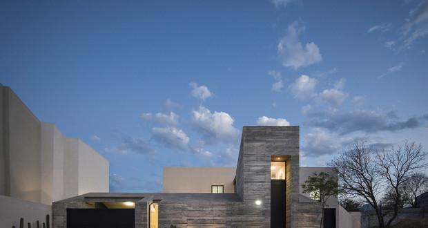 Куќа од два волумена во Мексико