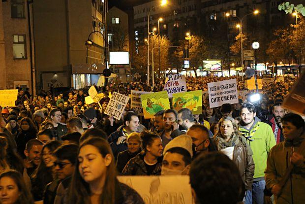 Граѓаните излегоа на протестен марш за чист воздух