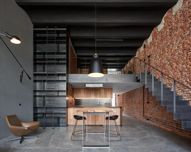 Стара пиварница во Прага претворена во стан во индустриски стил