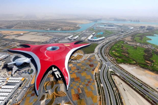 Ferrari World во Абу Даби е најдобриот тематски парк на светот