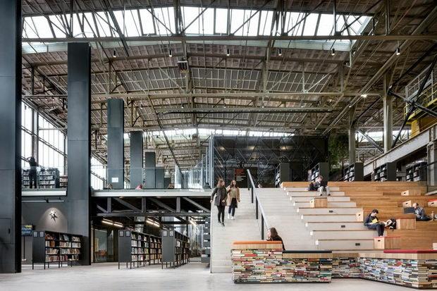 """Јавната библиотека """"LocHal"""" е избрана за """"Зграда на годината"""" 2019 (видео)"""