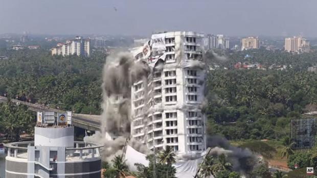 Во Индија урнати луксузни згради поради непочитување на еколошки прописи (видео)