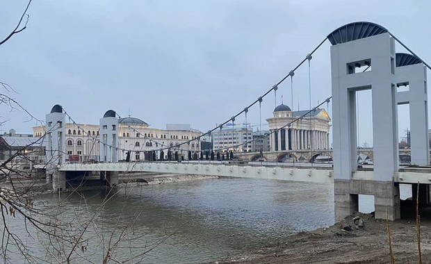 Нема Панорамско тркало, но има мост чие уривање би чинело исто колку и неговото завршување