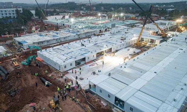 Изградбата на болницата во Вухан завршена за 10 дена (видео)