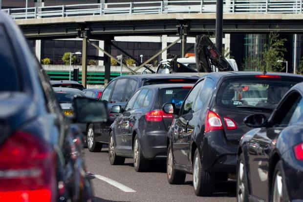 Велика Британија ќе забрани автомобили кои користат бензин и дизел