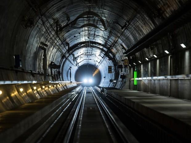 Како изгледа најдолгиот железнички тунел во светот