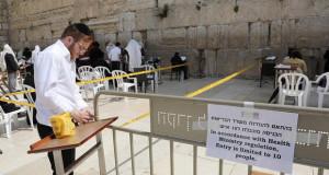 Израел масовно ги следи телефоните поради коронавирусот