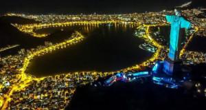 Христос Спасителот над Рио де Жанеиро осветлена како лекар