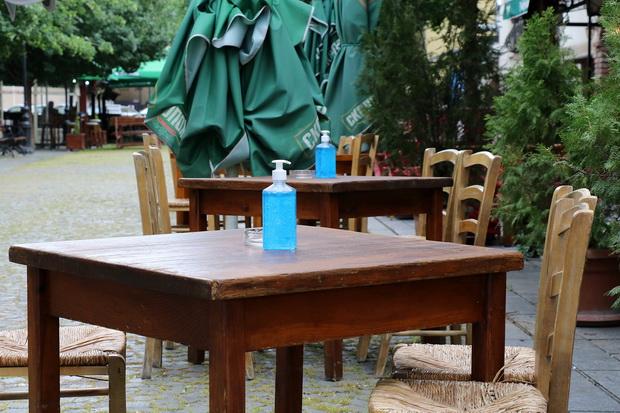 """И ова е Скопје… како изгледа """"јавниот живот"""" во угостителските објекти"""