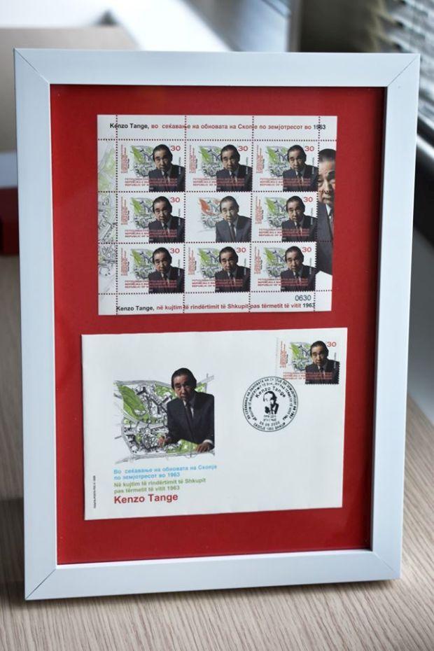Издадена е Кензо Танге поштенска марка