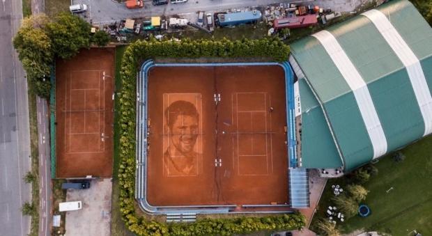 Најголем портрет на Новак Ѓоковиќ – и тоа на земја (видео)