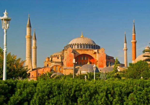 Од денес Аја Софија повторно e џамија