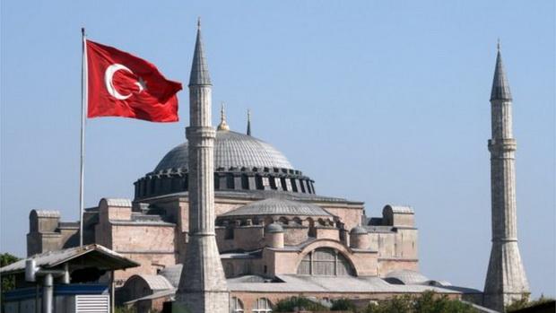 Одлуката дали Аја Софија ќе се претвори во џамија, одложена за 15 дена