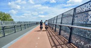 Во Холандија автопат не е пречка за градење велосипедски патеки