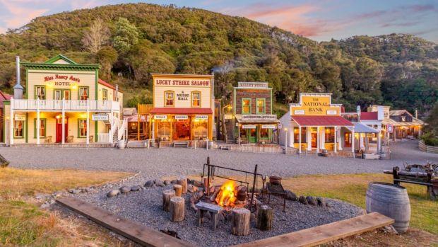"""Се продава """"каубојски"""" град во Нов Зеланд"""